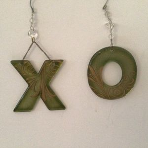 """""""X"""" and """"O"""" Green Glass Gold Trimmed Letters"""